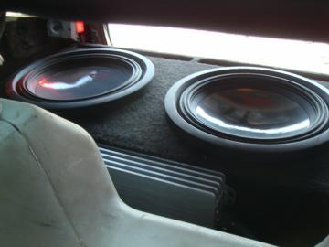 Audi 80 установка музыки 14.jpg
