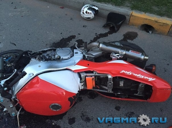 008 разбитый мотоцикл.jpg
